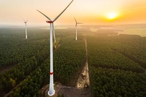 AdobeStock_102217986_Windenergie