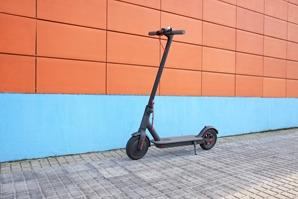 AdobeStock_220675075_E-Scooter-Kennzeichen