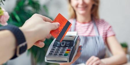 Kartenzahlung im Shop an Terminal