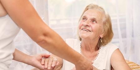Pflege alte Frau Verhinderungspflege