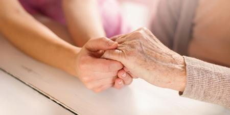 Großmutter mit ihrer Enkelin